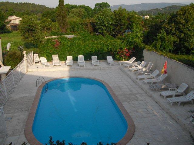 Camping avec piscine callian fayence montauroux var 83 for Camping de france avec piscine